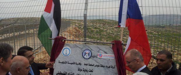 V palestinském Tubásu byla slavnostně předána solární elektrárna