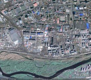 areal-prumyslove-zony-s-kozeluznami-z-jihu-pulkruhem-uzavreny-prostor-mirne-vlevo-od-stredu-snimku-cistirnou-odpadnich-vod-a-rekou-tuul-dole